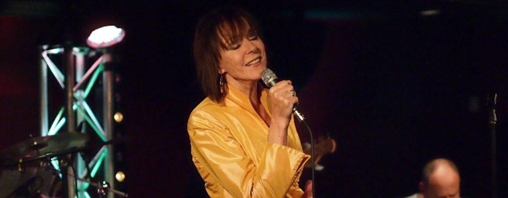 Latin zangeres Josee Koning in jasje DORIENDAVID