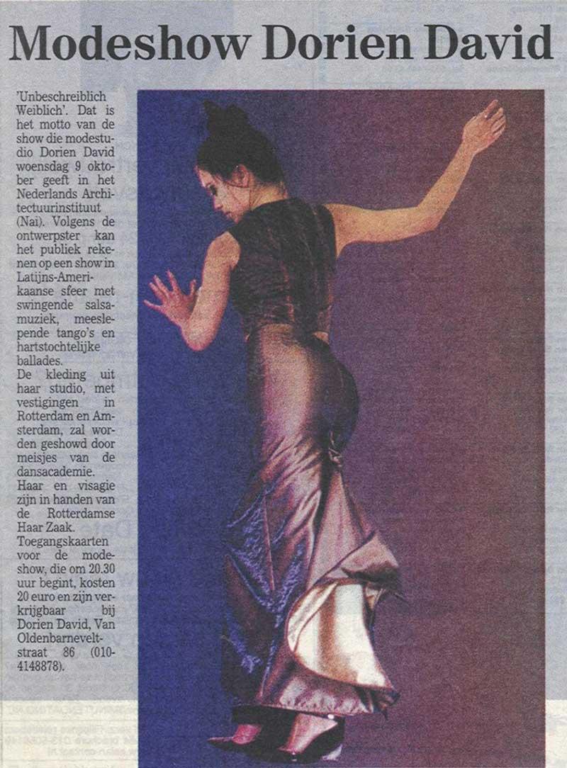 Modeshow rococo rok van DORIENDAVID in Rotterdams Dagblad