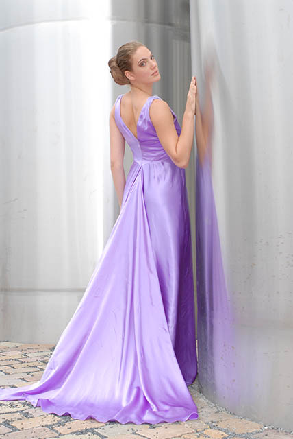 Gala dress of satin duchesse silk