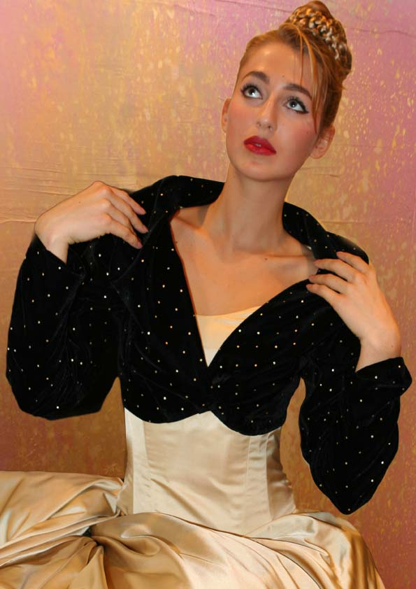 Bolero jacket of velvet with glitters