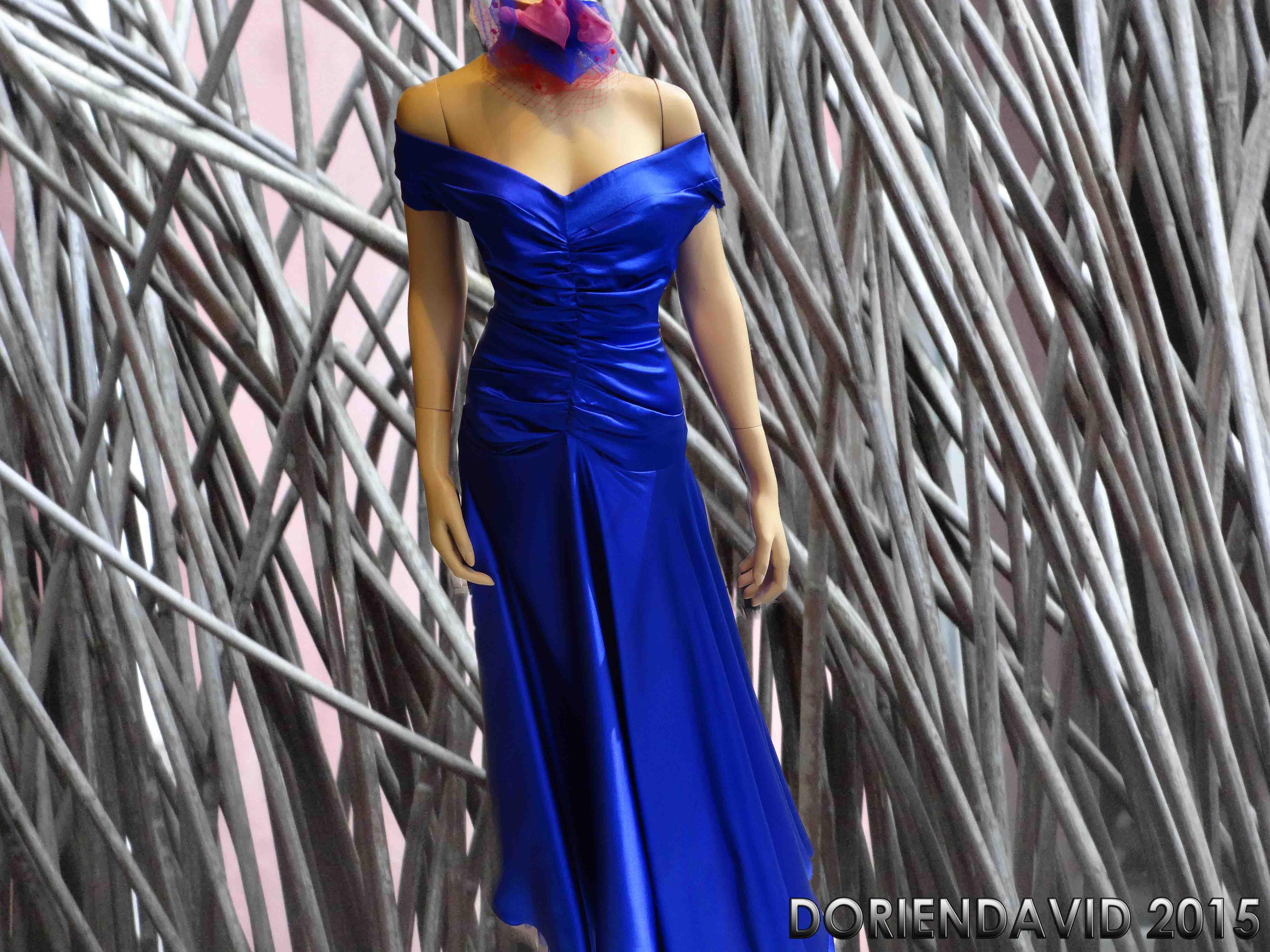 Zijden blauwe jurk