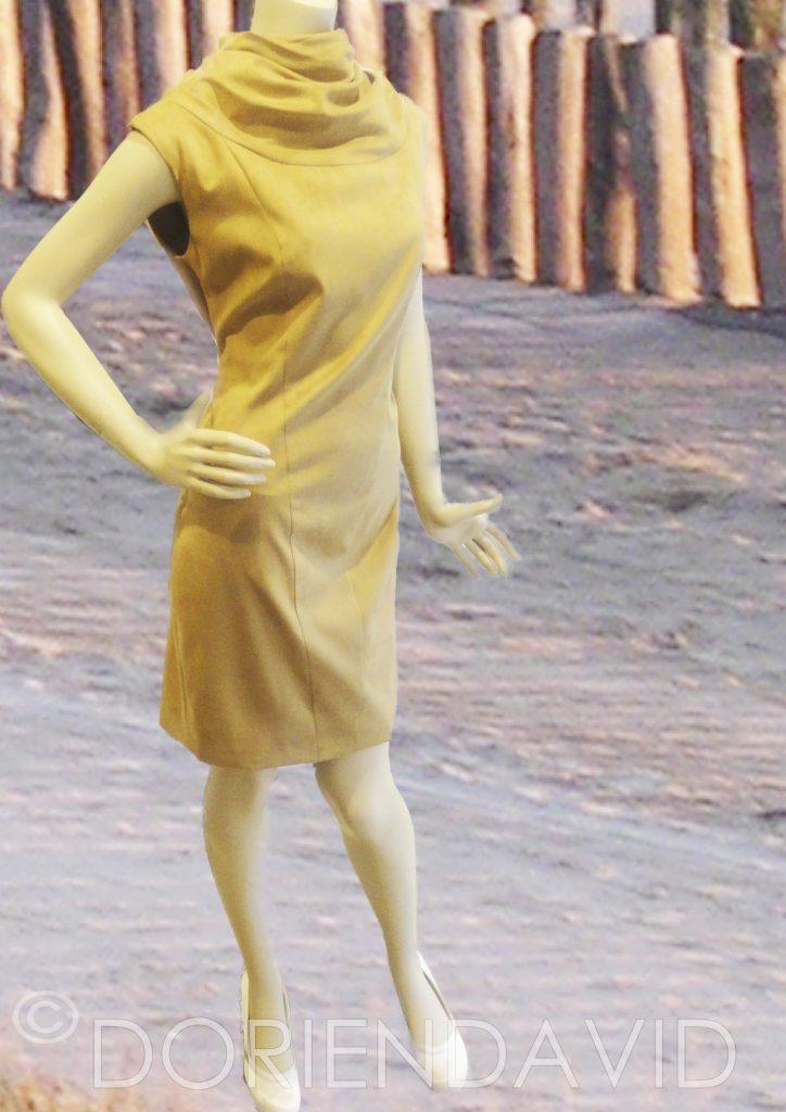 Okergeel jurkje met col kraag