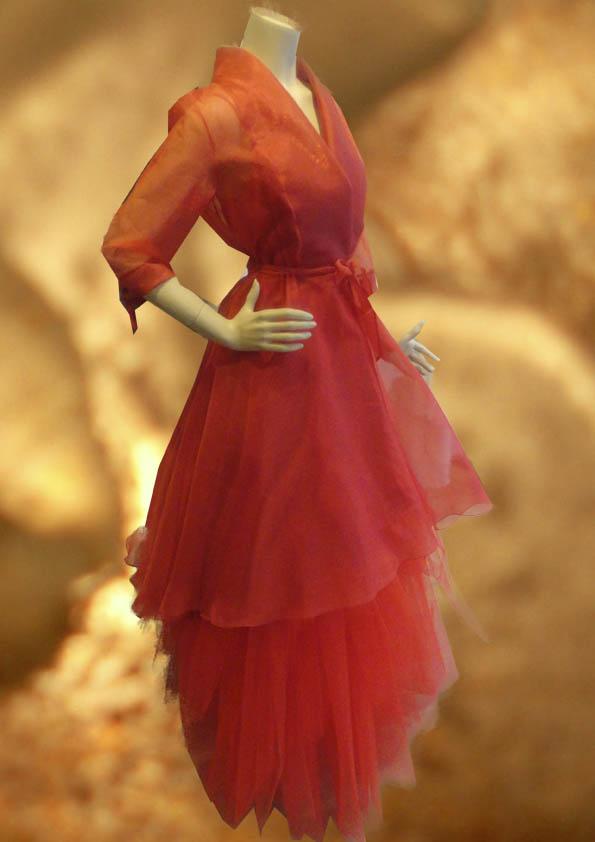 Rode robemanteau van organza zijde, model Martini