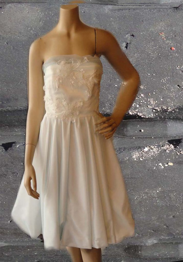 Short brides dress with lace and tule