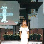 Bruid in top met mouwen en lange rok