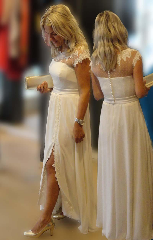Bruid met trouwjurk met kanten bovenkant