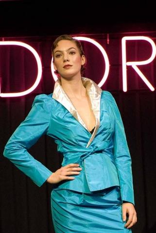 Pakje, jasje en rok van turquoise zijde