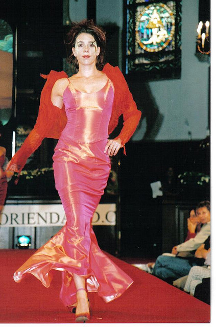 Long party or galadress of silk (fashionshow in Delfshaven)