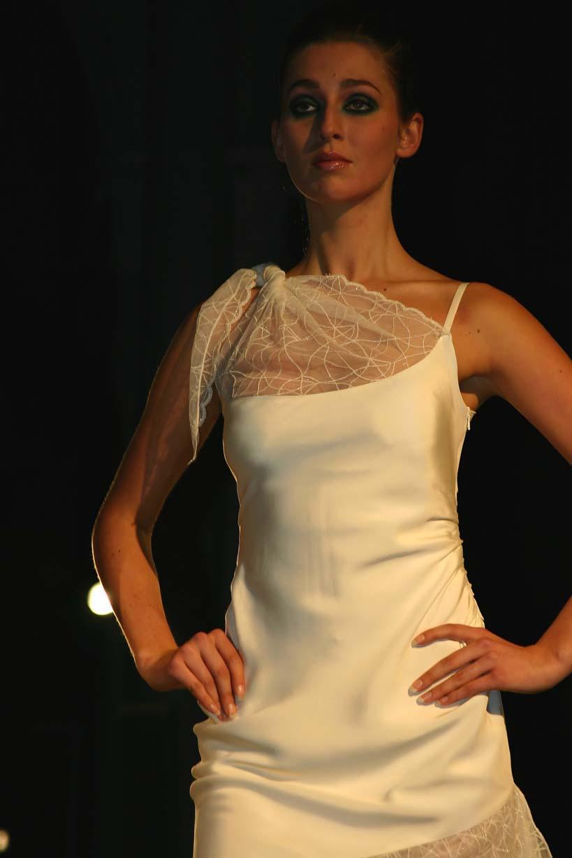 Witte jurk met kant boven en onder