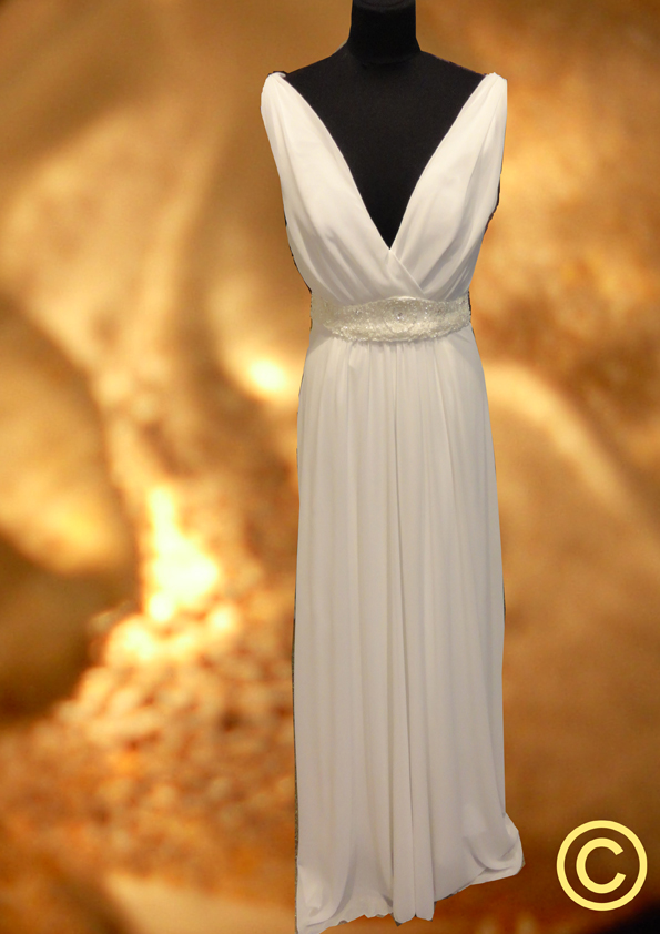 Lange witte voile jurk met v-hals, model 'Hellas'
