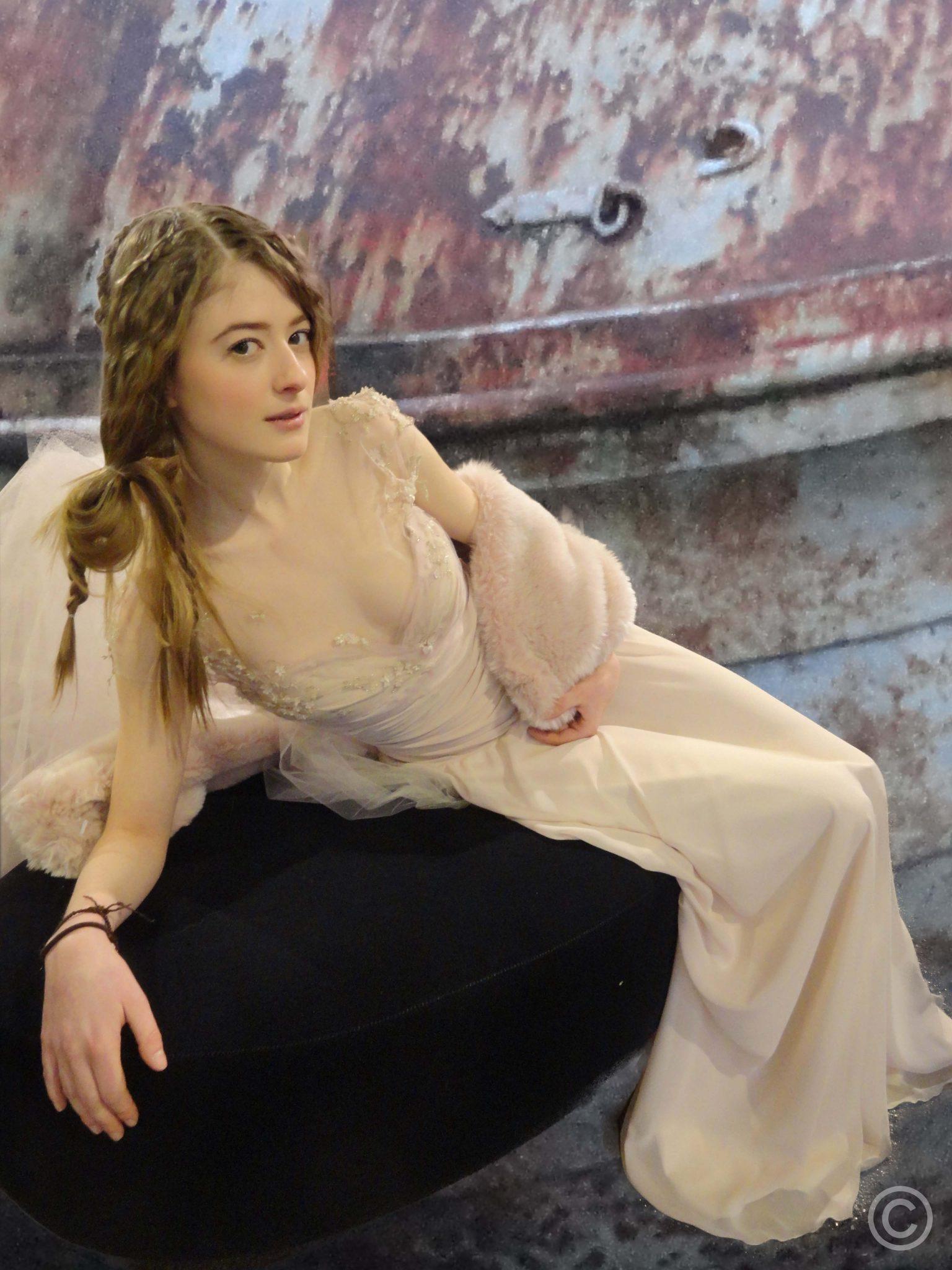 Lange nude kleurige jurk van voile