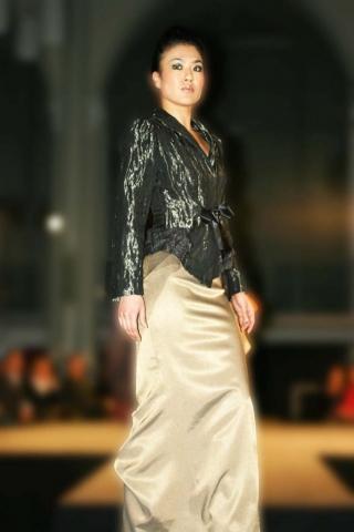 Gala jasje van metallic zijde op lange rok