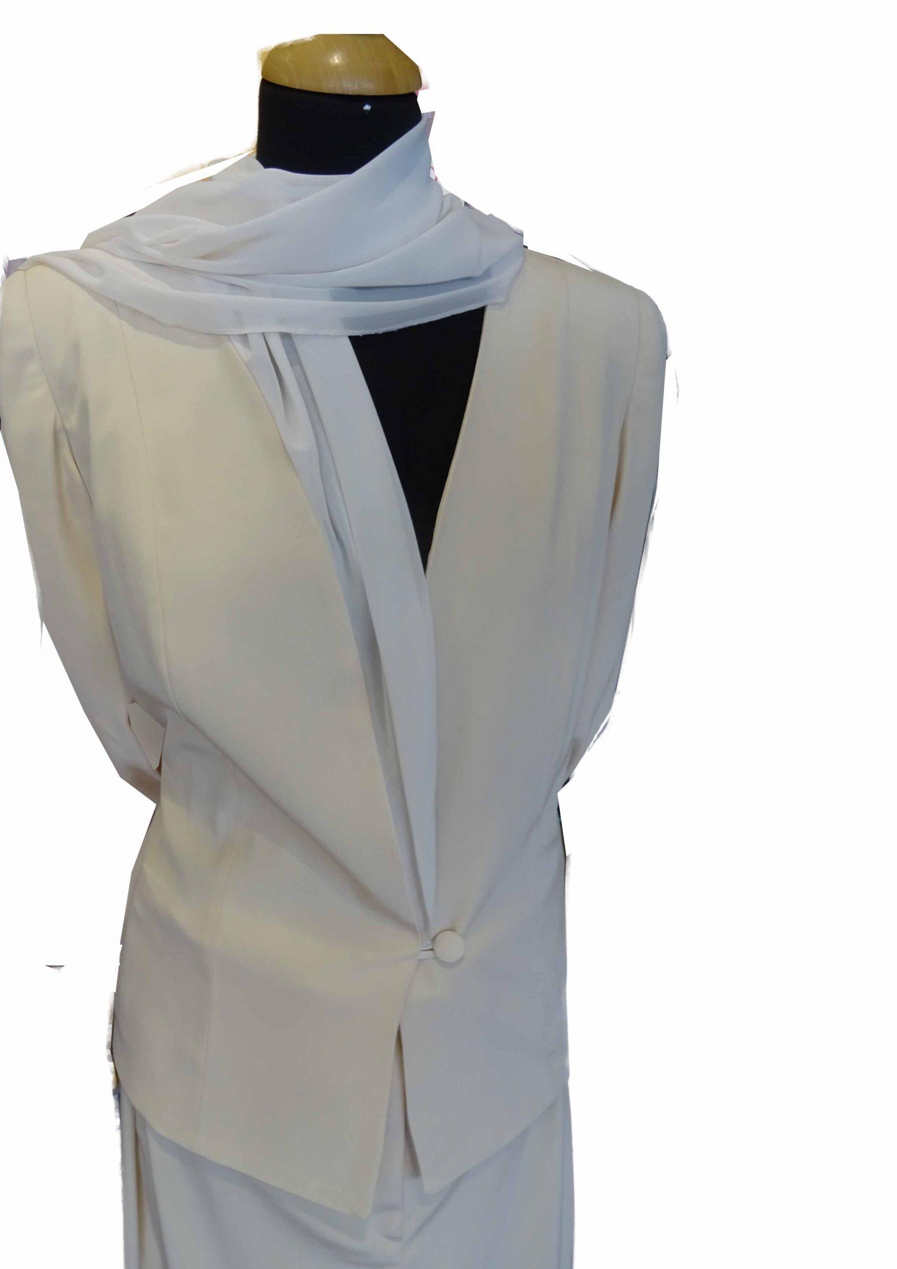 wit jasje en pantalon om in te trouwen